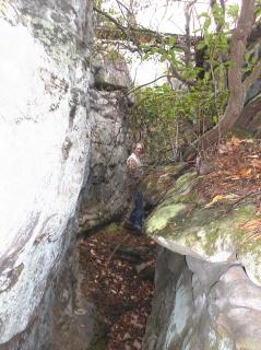 oooooh! squeezing between the rocks