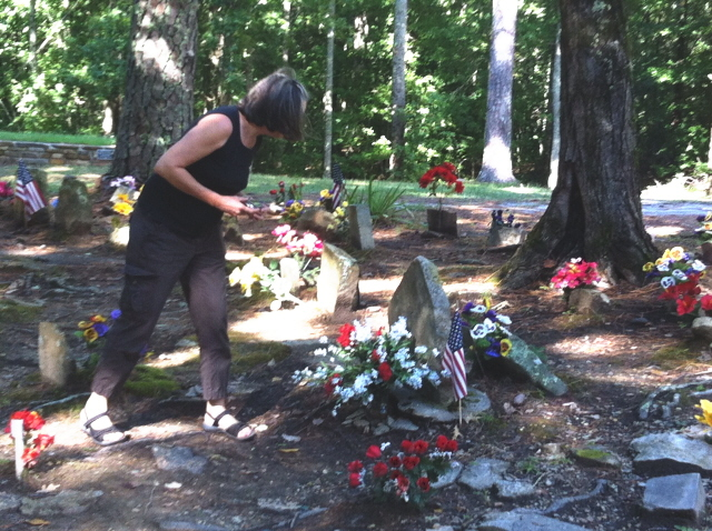 Sweet Dekie paid her respects to hundreds of coon dog heroes that day.