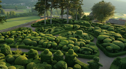 Château de Marqueyssac, A magnificent garden well pruned with topiaries and clouds