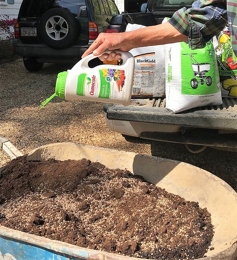 add fertilizer to potting mix